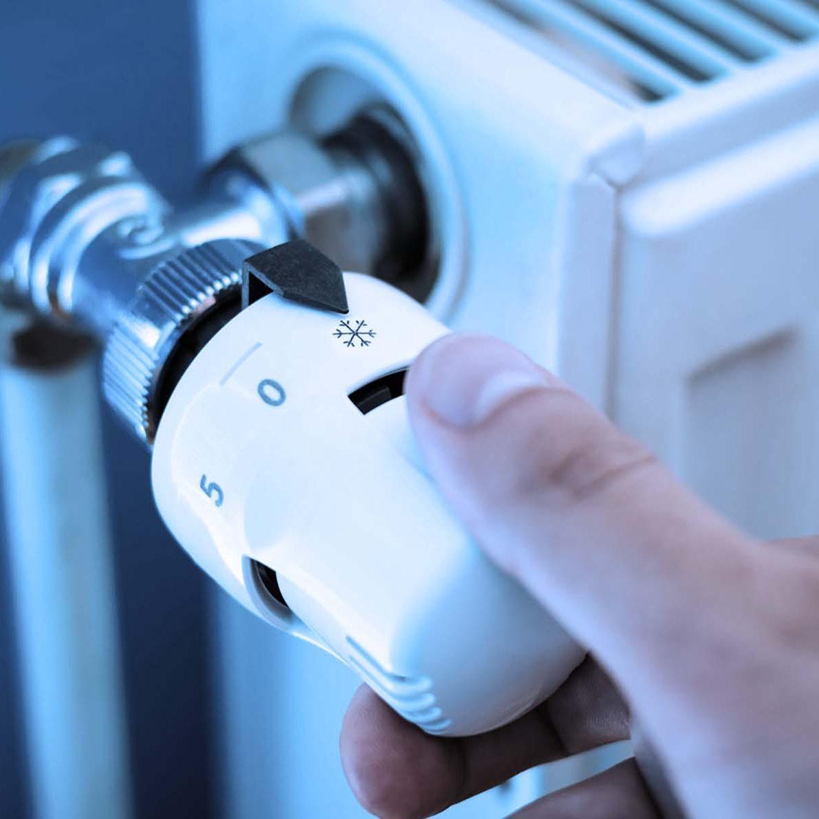 One hand adjust thermostat valve close up